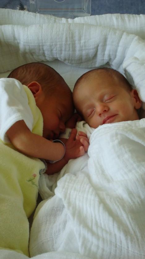 Zwillinge Alex und Noemi